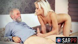 Zengin yaşlı adam genç kızı sikerek rahatlıyor