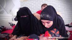 Çarşaflı Arap Kızların Vücudu Evli Adamı Şaşırtıyor
