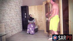 Evli Arap kadın banyodan çıkan adamı arzuladı