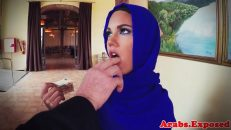 Geveze Arap Kadın Parmak Yalayarak Tahrik Oluyor