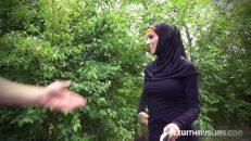 Taksici Adam Evden Kaçan Arap Kadını Ormanda Sikiyor