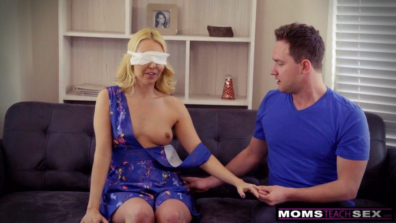 Bekar kıza gözü bağlı seks oyunu