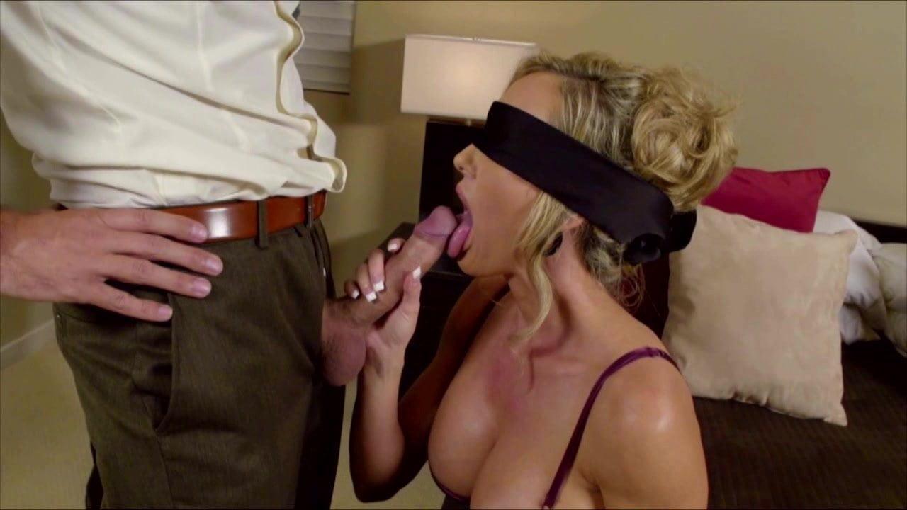 Gözü bağlı ev hanımına erotik sürpriz