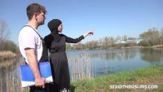 Arap hatun göl kenarında inşaatçıya verdi