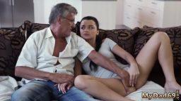 Amatör yaşlı adam genç kızdan anal seks istiyor